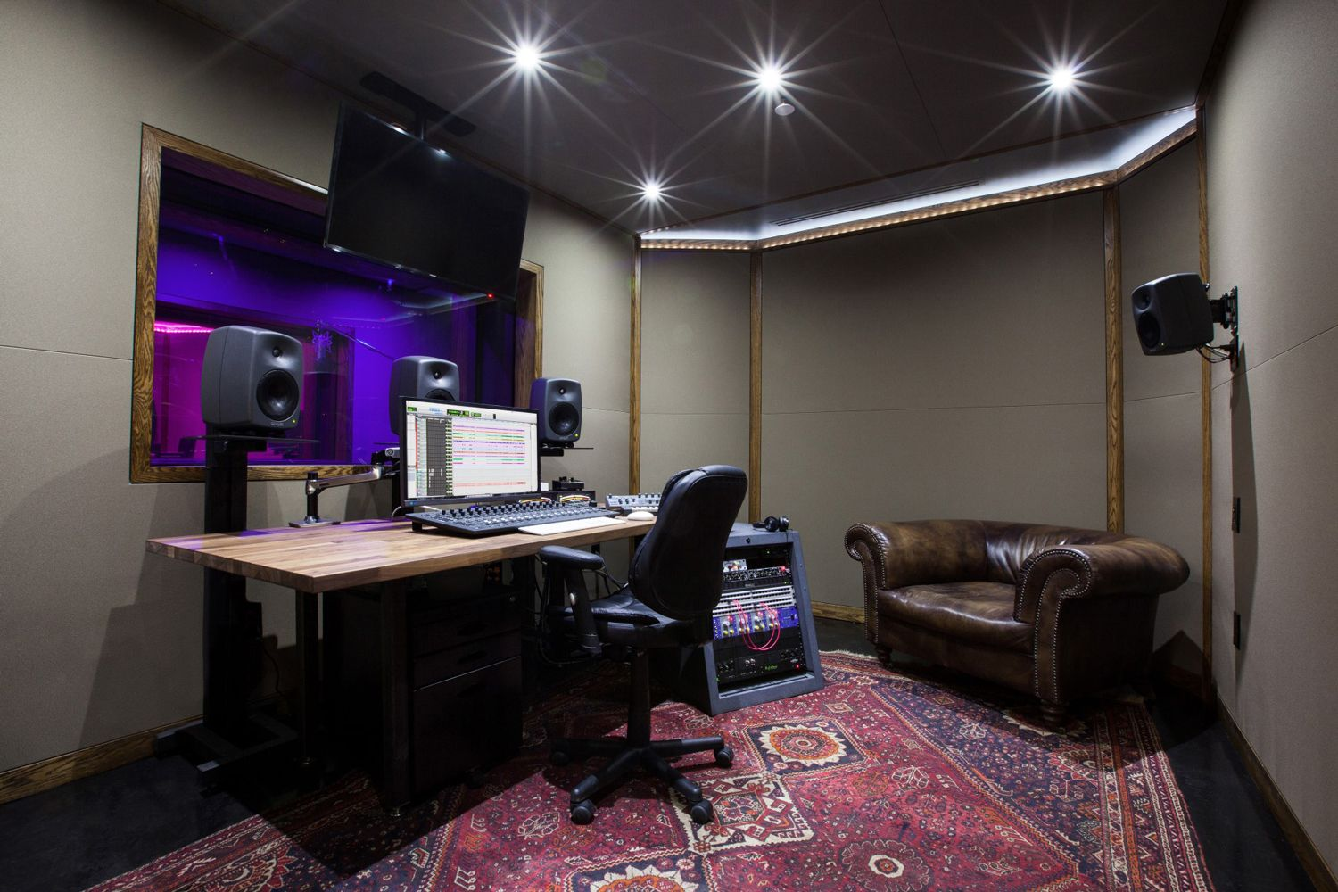 ACOUSTIC WALLS IN A RECORDING STUDIO
